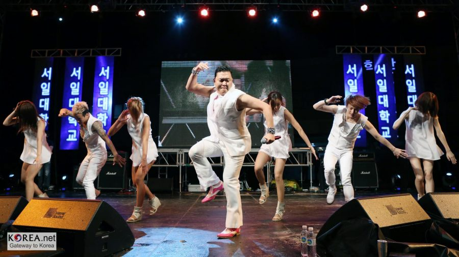 PSY+performing+Gangnam+Style+in+Seoul%2C+South+Korea+%28photo+by+Jeon+Han%29