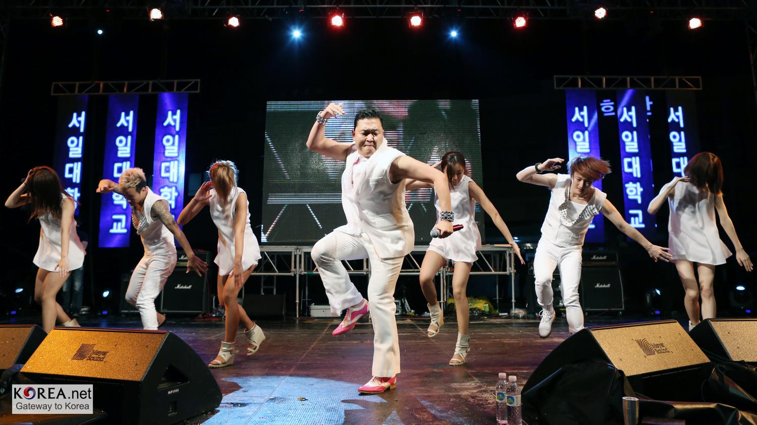 PSY performing Gangnam Style in Seoul, South Korea (photo by Jeon Han)