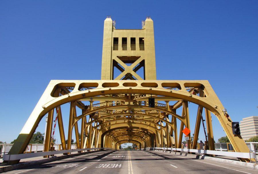Roadway_view_of_Tower_Bridge%2C_Sacramento-+shannon