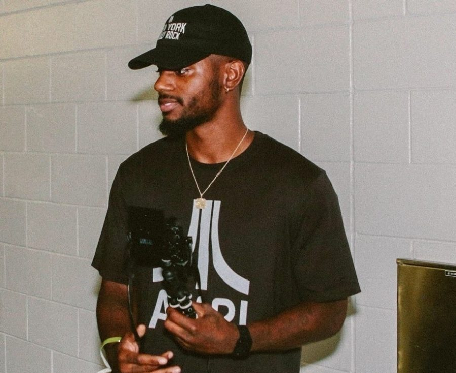 Bryson Tiller posing for a picture on August 11, 2018.