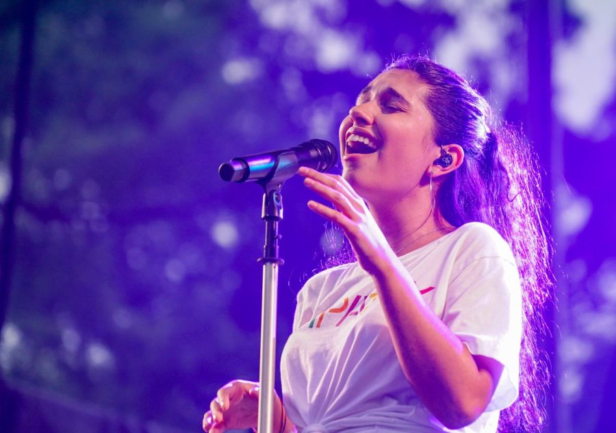 Alessia+Cara+performing+her+album+%E2%80%9CGrowing+Pains%E2%80%9D+at+Times+Square+in+2018.%0A