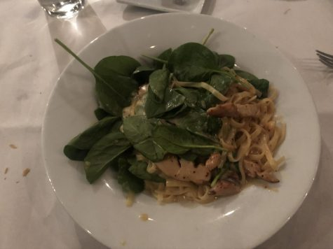 Create your own dish with fresh spinach, roasted garlic and tomato, roasted chicken, alfredo sauce, and fettuccine pasta.
